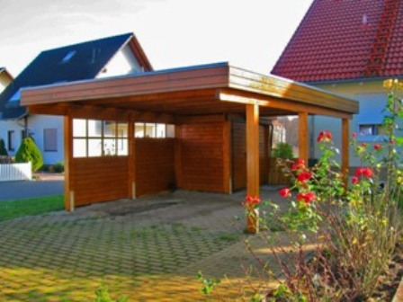 Holzcarport mit Wänden